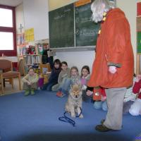 We go together regularly in classes. That's informative for the children and also good for the dog.